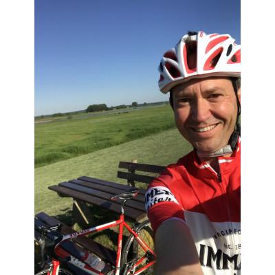 Eerste fietskilometers van Stoker gedeputeerde Eddy van Hijum